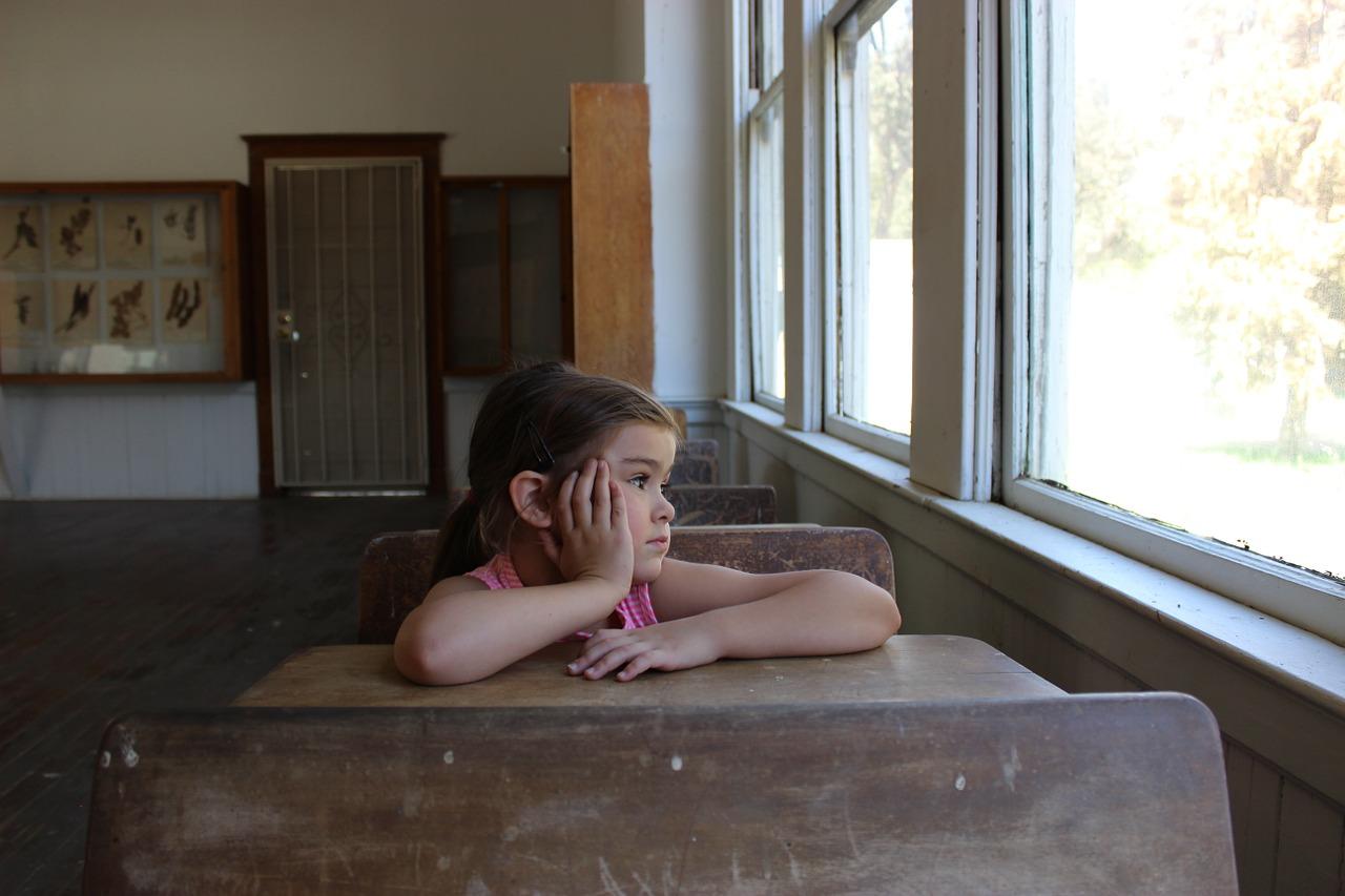 child-daydreaming